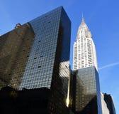 克莱斯勒大厦和现代办公楼,纽约-查寻,城市大厦 库存图片