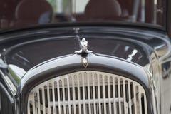 1931年克莱斯勒普利茅斯汽车格栅和敞篷 免版税库存照片