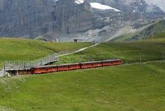 从克莱茵沙伊德格的齿轨铁路Jungfraujoch的 免版税库存图片