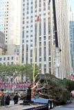 洛克菲勒中心圣诞树到来 免版税库存照片