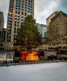 洛克菲勒中心装饰了圣诞树-纽约,美国 图库摄影