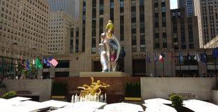 洛克菲勒中心,安装的芭蕾舞女演员杰夫・昆斯,纽约, NYC, NY,美国 免版税库存照片