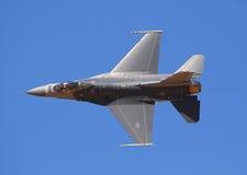 洛克西德・马丁F-16 flighting的猎鹰 免版税库存图片