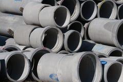 克赖斯特切奇,新西兰- 2012年4月04日:具体圆的管子堆 库存图片
