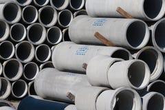 克赖斯特切奇,新西兰- 2012年4月04日:具体管子堆 库存照片