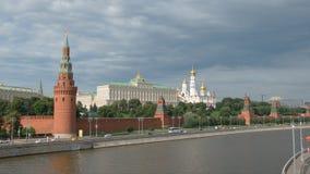 克里姆林宫和一条河在夏天-莫斯科,俄罗斯 免版税库存照片