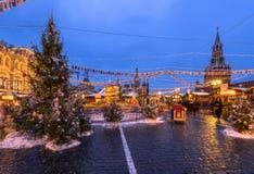 克里姆林宫和红场有新年和圣诞节装饰的在莫斯科 库存照片