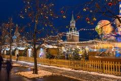 克里姆林宫和红场有新年和圣诞节装饰的在莫斯科 图库摄影