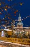 克里姆林宫和红场有新年和圣诞节装饰的在莫斯科 免版税库存图片