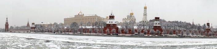 克里姆林宫和莫斯科河全景 免版税库存图片