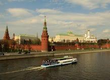 克里姆林宫和Moskva河的看法 库存照片