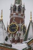 克里姆林宫在红场鸣响在莫斯科的中心, 2月 库存照片
