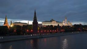克里姆林宫堤防在晚上 莫斯科 股票视频