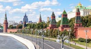 克里姆林宫堤防的全景在莫斯科 库存照片