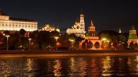 克里姆林宫堤防-莫斯科河的堤防在克里姆林宫附近的 股票录像