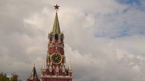 克里姆林宫墙壁的Spasskaya塔在莫斯科 股票录像