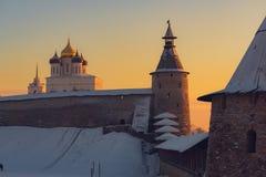 克里姆林宫普斯克夫 俄国冬天 日落在普斯克夫 库存图片