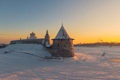 克里姆林宫普斯克夫 河Velikaya 俄国冬天 免版税库存图片