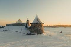 克里姆林宫普斯克夫 河Velikaya 俄国冬天 库存图片