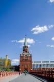 克里姆林宫法院塔从克里姆林宫宫殿和克里姆林宫,莫斯科, RussiaThe Troitskaya塔庭院的是最高一个,它是 库存图片