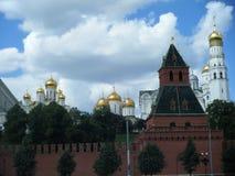 克里姆林宫的墙壁、塔和大教堂 库存图片