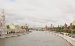 克里姆林宫的看法从伟大的Moskvoretsky桥梁的 库存照片