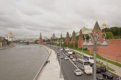 克里姆林宫的看法从伟大的Moskvoretsky桥梁的 免版税库存图片