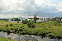 从克里姆林宫的看法Pokrovsky修道院的在苏兹达尔 库存图片