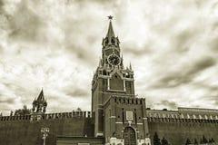 克里姆林宫莫斯科晚上红色spasskaya正方形塔 免版税库存图片