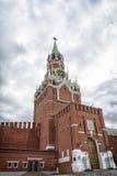 克里姆林宫莫斯科晚上红色spasskaya正方形塔 库存照片