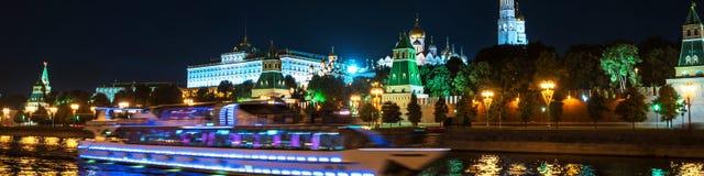 克里姆林宫鸟瞰图在晚上在莫斯科,俄罗斯 免版税库存照片