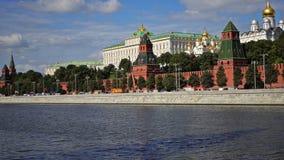克里姆林宫,莫斯科河码头、盛大克里姆林宫宫殿、通告的大教堂和天使的大教堂 股票视频
