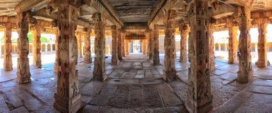 克里希纳寺庙,亨比内部全景  免版税库存图片