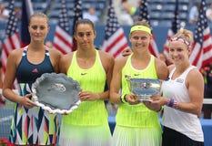 克里斯季娜Mladenovic (l),卡罗琳加西亚, (法国), Lucie Safarova (捷克语)和B Mattek沙子  库存照片