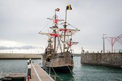 克里斯托弗・哥伦布旗舰圣玛丽亚复制品在丰沙尔,马德拉岛 库存照片