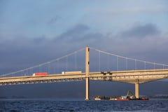 克里斯蒂安桑,挪威- 2017年10月26日:做在桥梁Varoddbroa下的工作 库存照片