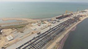 克里米亚半岛桥梁,建造场所的中部的建筑 大厦机械和建筑材料 股票录像