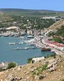 克里米亚半岛港口高看法有小船的 免版税库存图片