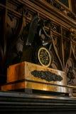 克里米亚沃龙佐夫宫殿内部大理石壁炉时钟 库存照片