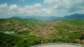 克里米亚风景:葡萄园鸟瞰图在山的低地 克里米亚半岛葡萄园 股票录像