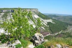 克里米亚,在Bakhchysaray附近的登上Besh-Kosh 从Chufut无头甘蓝高原的北边的看法  库存照片