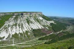 克里米亚,在Bakhchysaray附近的登上Besh-Kosh 从Chufut无头甘蓝高原的北边的看法  免版税库存图片