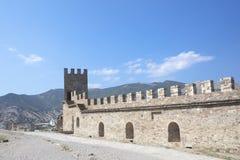 克里米亚 反对蓝天的古老热那亚人的堡垒 免版税库存照片