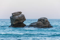 克里米亚gurzuf岩石尝试二的海运游泳 库存照片