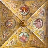 克雷莫纳,意大利, 2016年:符号四美德天花板壁画在未知的艺术家的大教堂里17 分 免版税库存图片