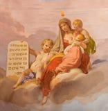 克雷莫纳,意大利:爱美德符号壁画在天花板的在基耶萨di圣诞老人Agata乔凡尼Bergamaschi 库存图片