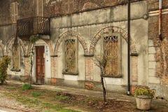 克雷莫纳,意大利 房子的tha门面 库存图片
