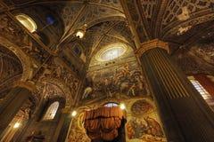 克雷莫纳,意大利12月30日:大教堂玛丽亚Assunta的内部是主要教堂城市的- 12月30日201 库存照片