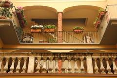 克雷莫纳,意大利 结构老门面房子 免版税库存图片