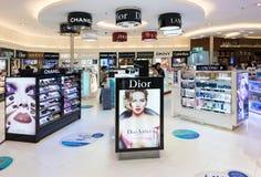 免税化妆用品精品店,曼谷国际机场 免版税图库摄影